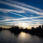 Rządy potwierdzają: rozpylanie chemikaliów przez samoloty wojskowe to fakt. Nie da się już tego zatrzymać.